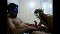 Casal gravando o vídeo de sexo caseiro