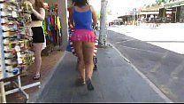 Flagra da gostosa na rua de sainha curta