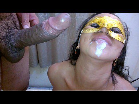Chambinhoenanaputinha sendo esporrada na boca pelo amigo