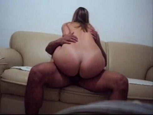 Comendo a esposa bunduda gostosa no sofá
