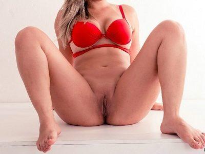 Loira gostosa em fotos peladas sensuais