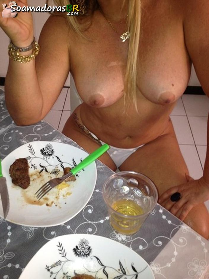 Loira-bunduda-gostosa-quer-amigas-para-sexo-9