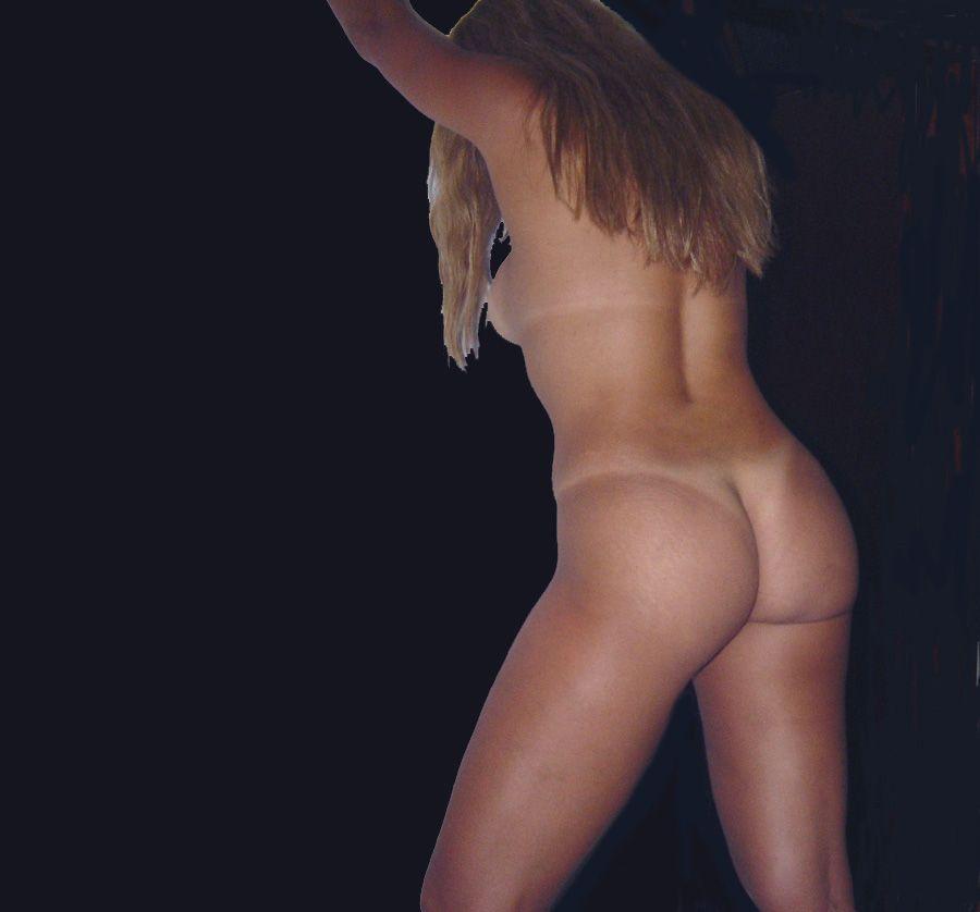 Loira-gostosa-exibindo-a-buceta-raspadinha-9