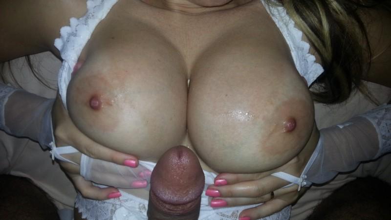 Exibindo-fotos-de-sexo-com-a-namorada-peituda-2