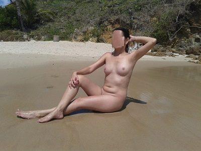 Melissa esposinha novinha nua na praia deserta