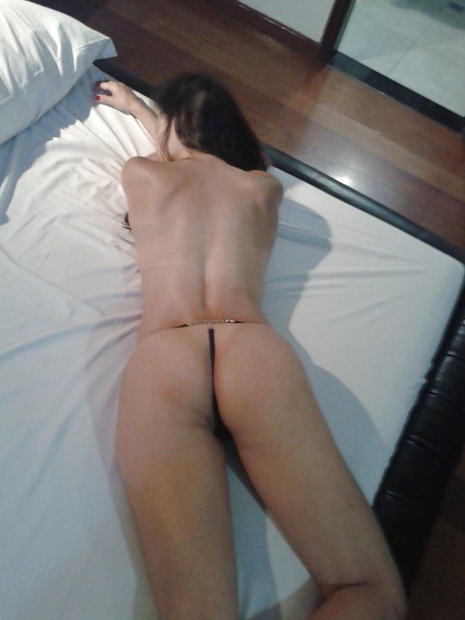 Exibindo-a-esposa-magrinha-peladinha-7