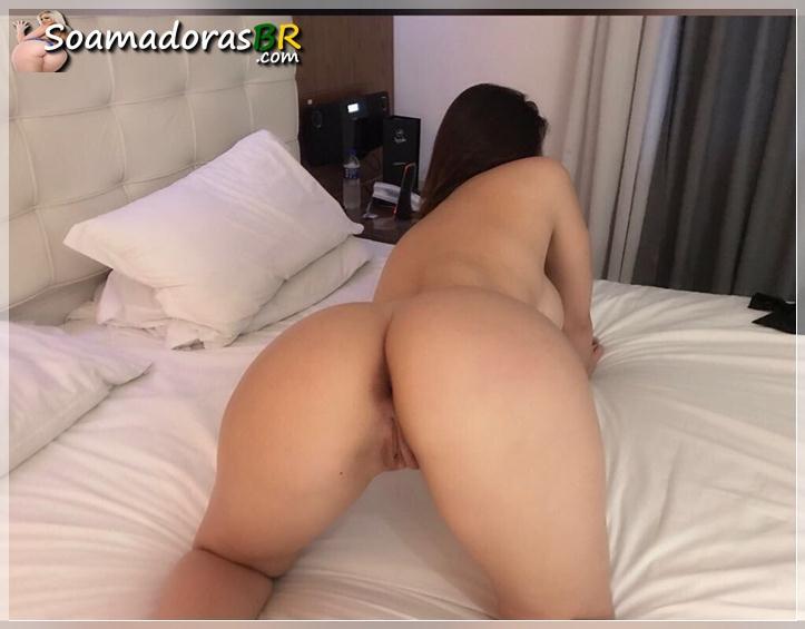 Gostosa-peituda-se-exibindo-nua-toda-sexy-16