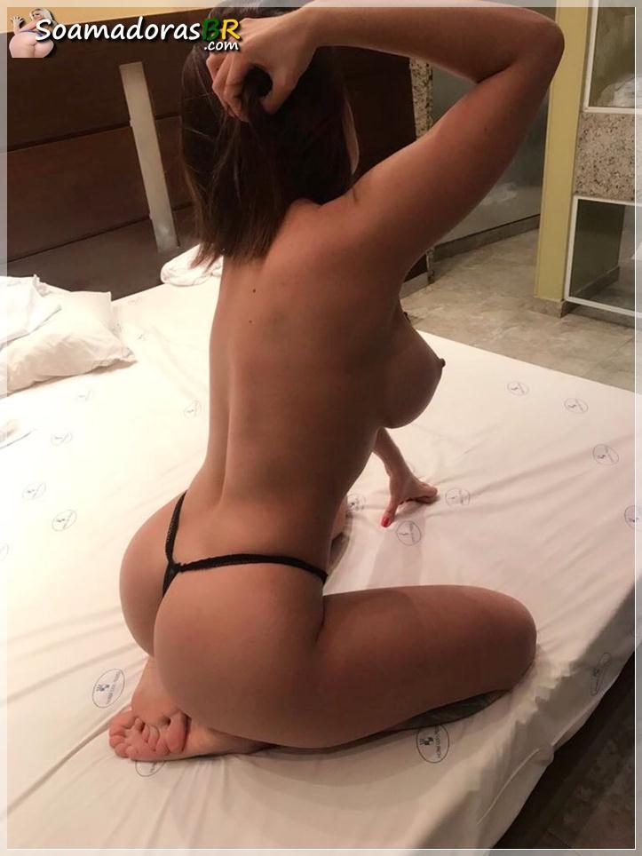 Gostosa-peituda-se-exibindo-nua-toda-sexy-8