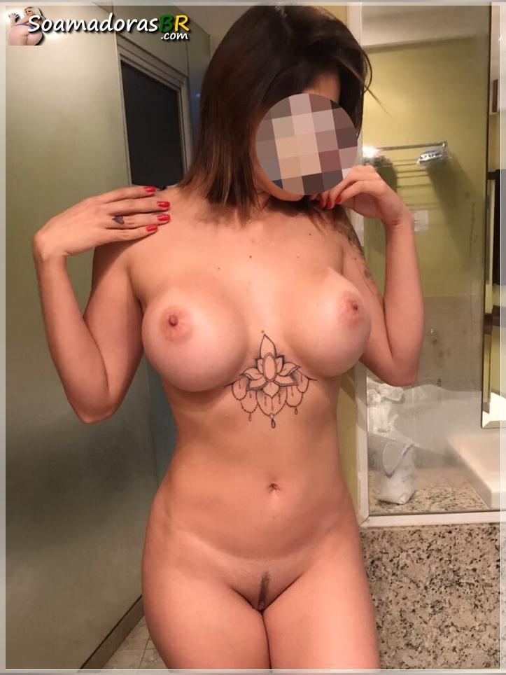 Gostosa-peituda-se-exibindo-nua-toda-sexy-9