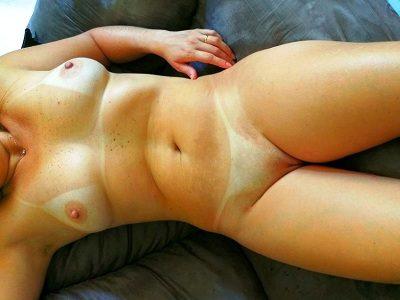 Esposa loira gostosa pelada com marquinhas