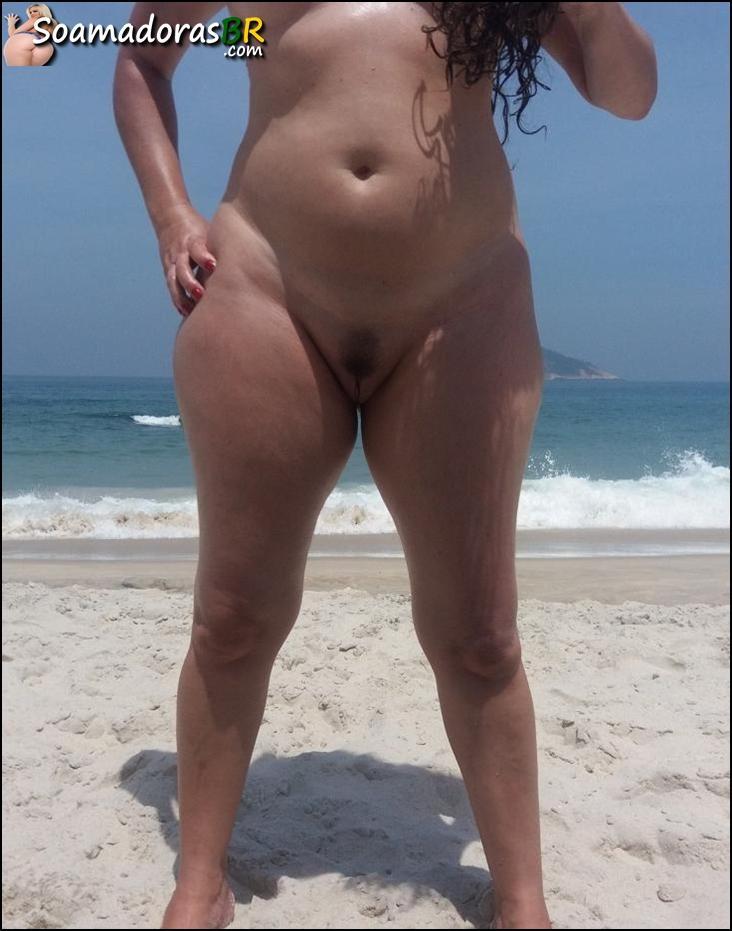 Exibindo-a-esposa-safada-pelada-9