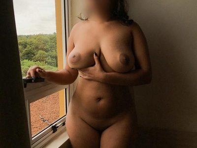 Morena e seus peitos grandes maravilhosos