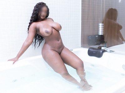 Negra gostosa dos peitos grandes