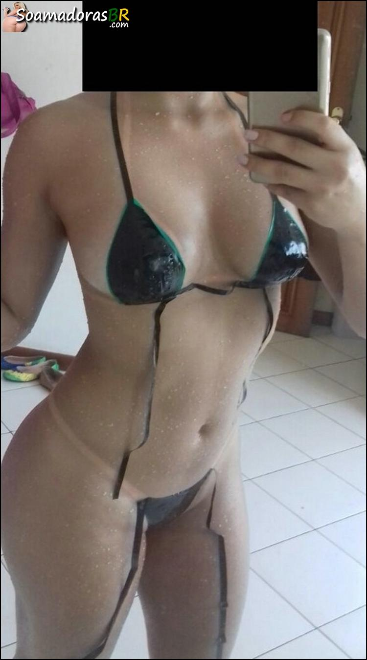 Esposa-novinha-gostosa-se-exibindo-nua-1