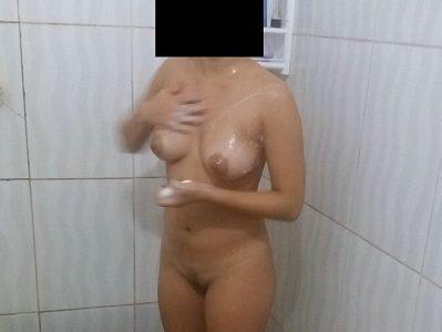 Esposa novinha gostosa se exibindo nua