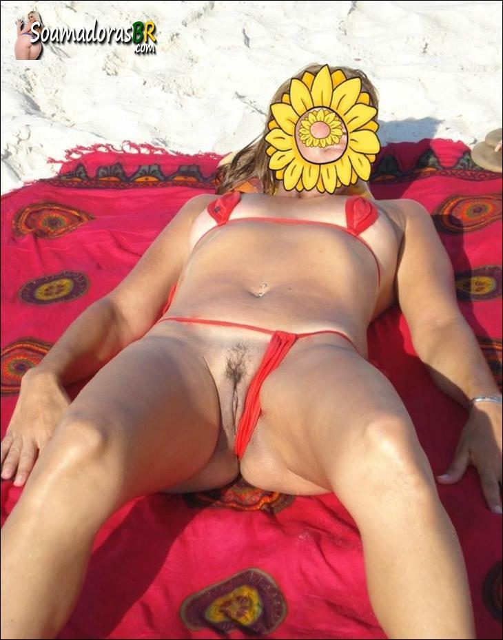 Loira-gostosa-ficou-peladinha-na-praia-deserta-5