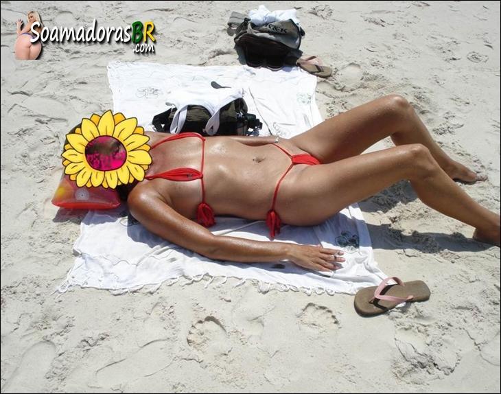Loira-gostosa-ficou-peladinha-na-praia-deserta-8