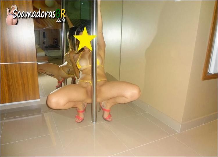 Loirinha-novinha-gostosa-pelada-no-motel-3