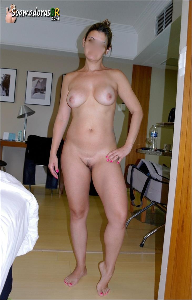 Esposa-branquinha-gostosa-saindo-do-banho-pelada-10