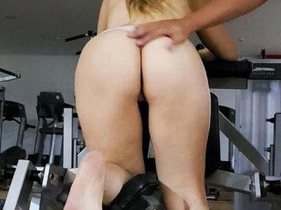 Esposa gostosa pelada de dono de academia
