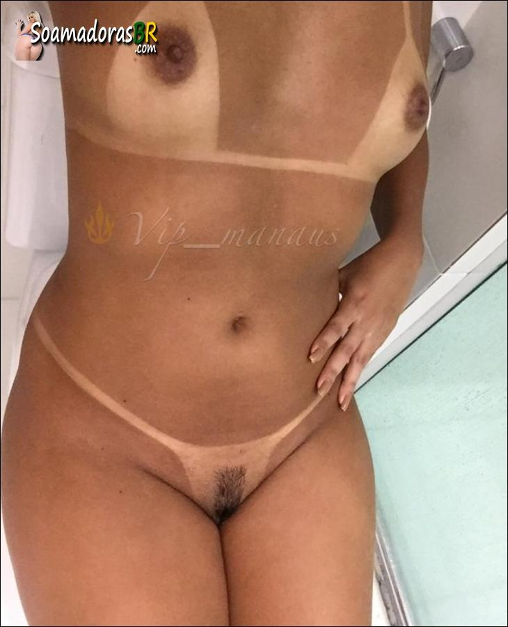 Morena-bronzeada-deliciosa-no-menage-feminino-12