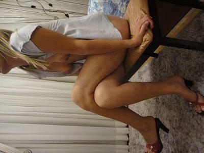 Esposa magrinha deliciosa em fotos peladas