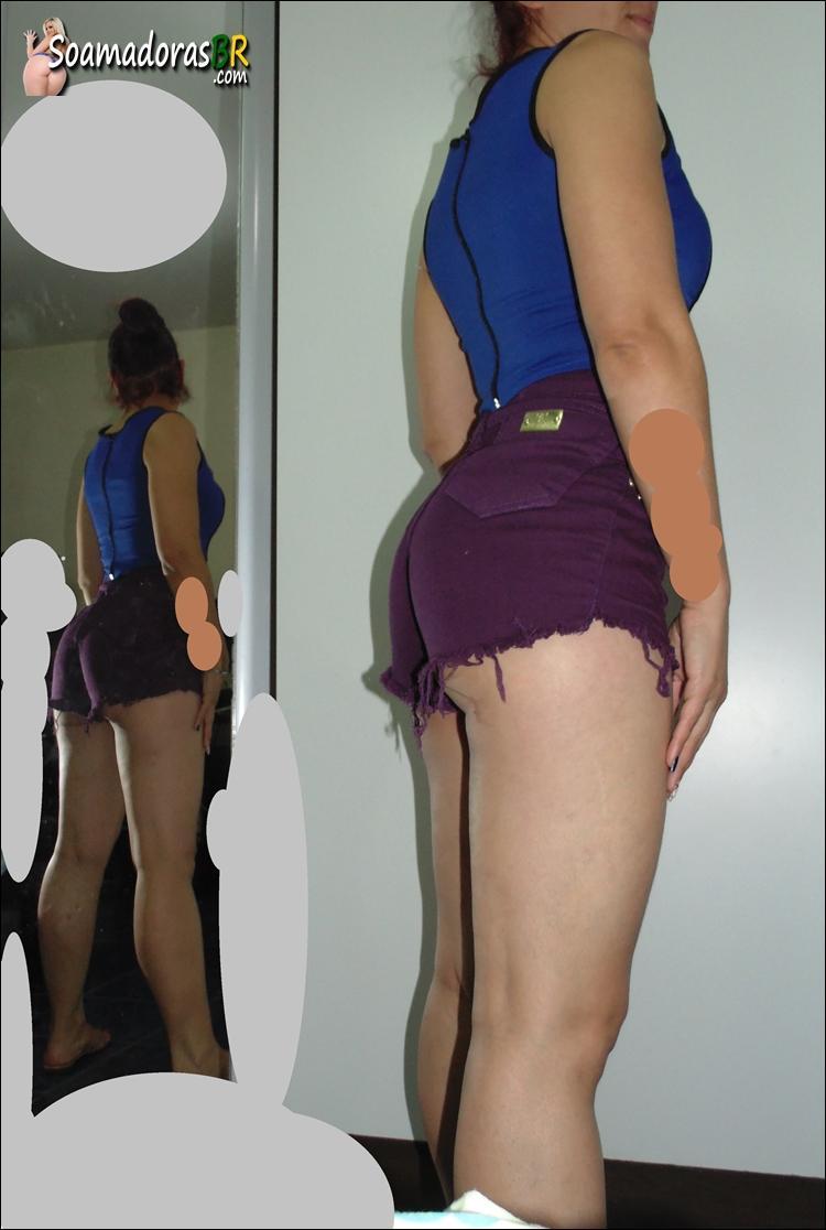 Esposa-magrinha-rabuda-e-seus-shortinhos-16