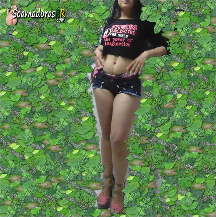 Esposa-magrinha-rabuda-e-seus-shortinhos-23