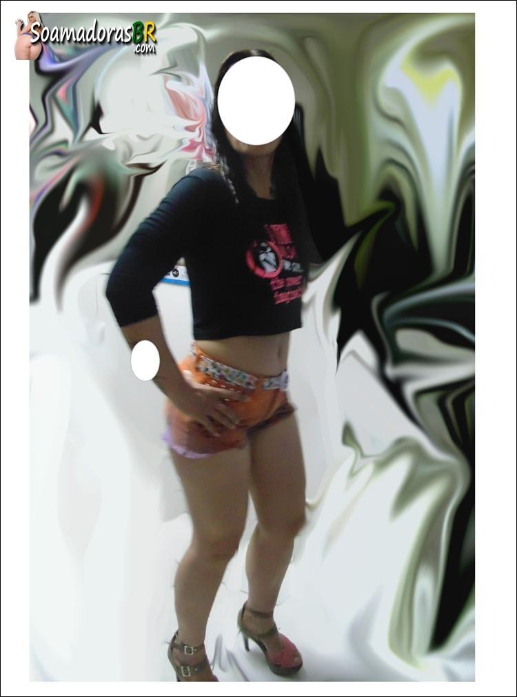 Esposa-magrinha-rabuda-e-seus-shortinhos-24