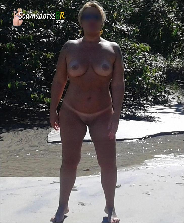 Coroa-peituda-gostosa-pelada-na-praia-7