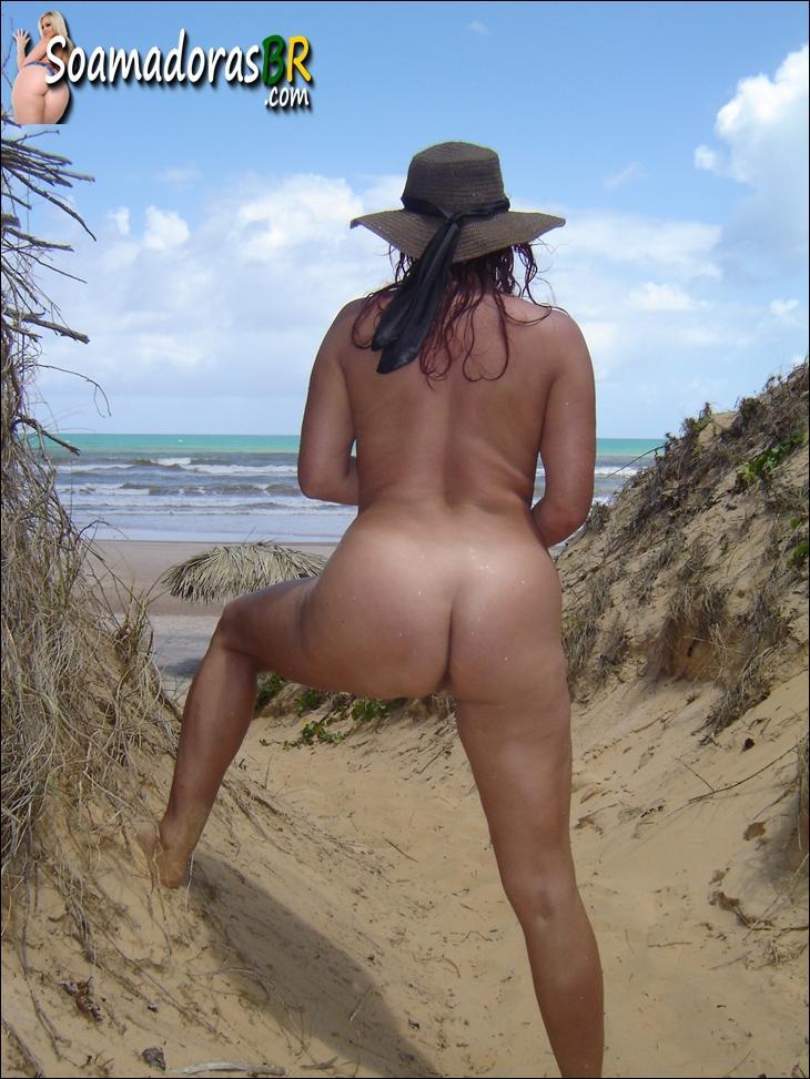 Coroa-gostosa-pelada-na-praia-12