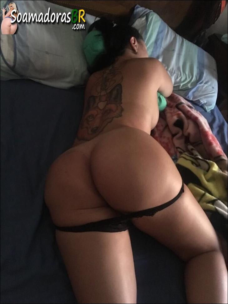 Esposa-tatuada-gostosa-curte-menage-feminino-5