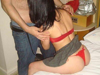Moreninha novinha de corno no sexo