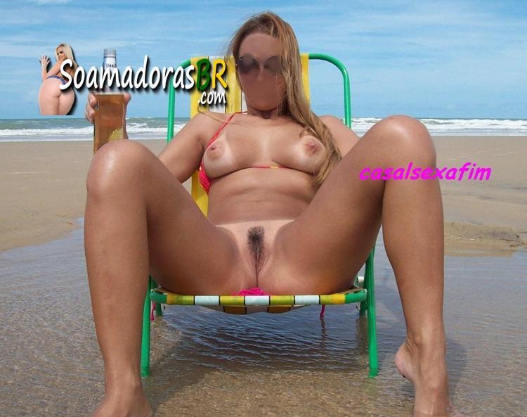 Loira-gostosa-exibida-pelada-na-praia-15