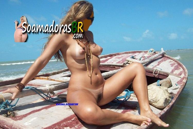 Loira-gostosa-exibida-pelada-na-praia-9
