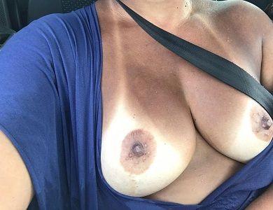 Esposa pelada bronzeada depois da praia