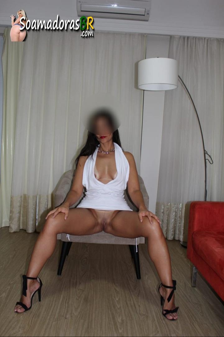 Exibindo-a-esposa-pelada-toda-sarada-1