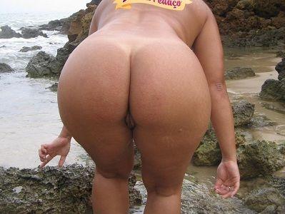 Morena gostosa bunduda pelada na praia
