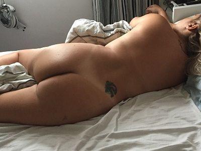 Esposa em fotos dormindo pelada