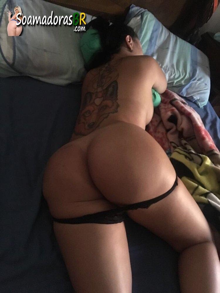 Loira-peituda-e-tatuada-no-menage-feminino-5
