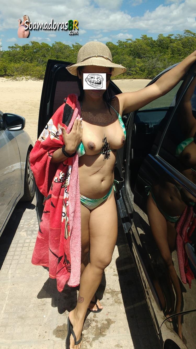 Esposa-gostosa-pelada-no-quintal-1