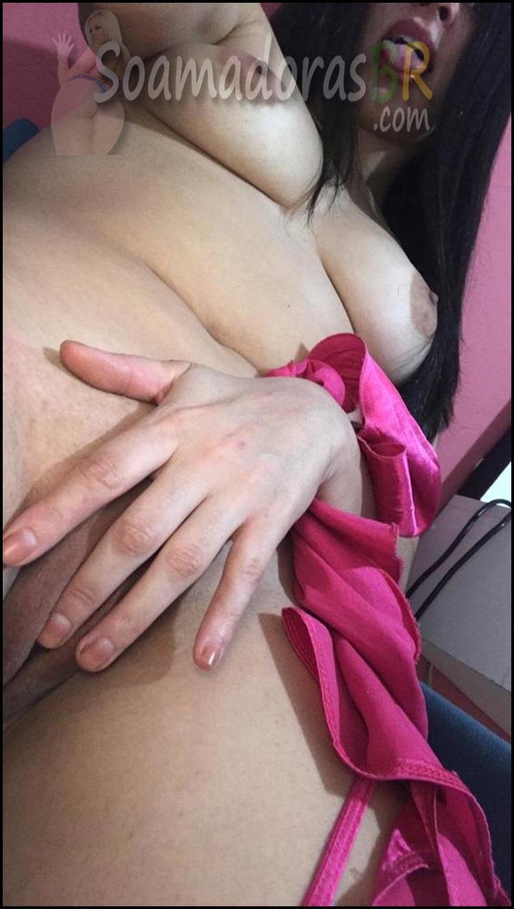 Esposa-branquinha-gostosa-se-exibindo-4
