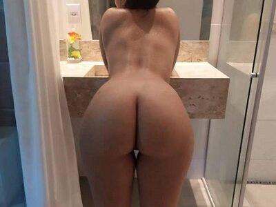 Esposa mostrando a sua bunda gostosa