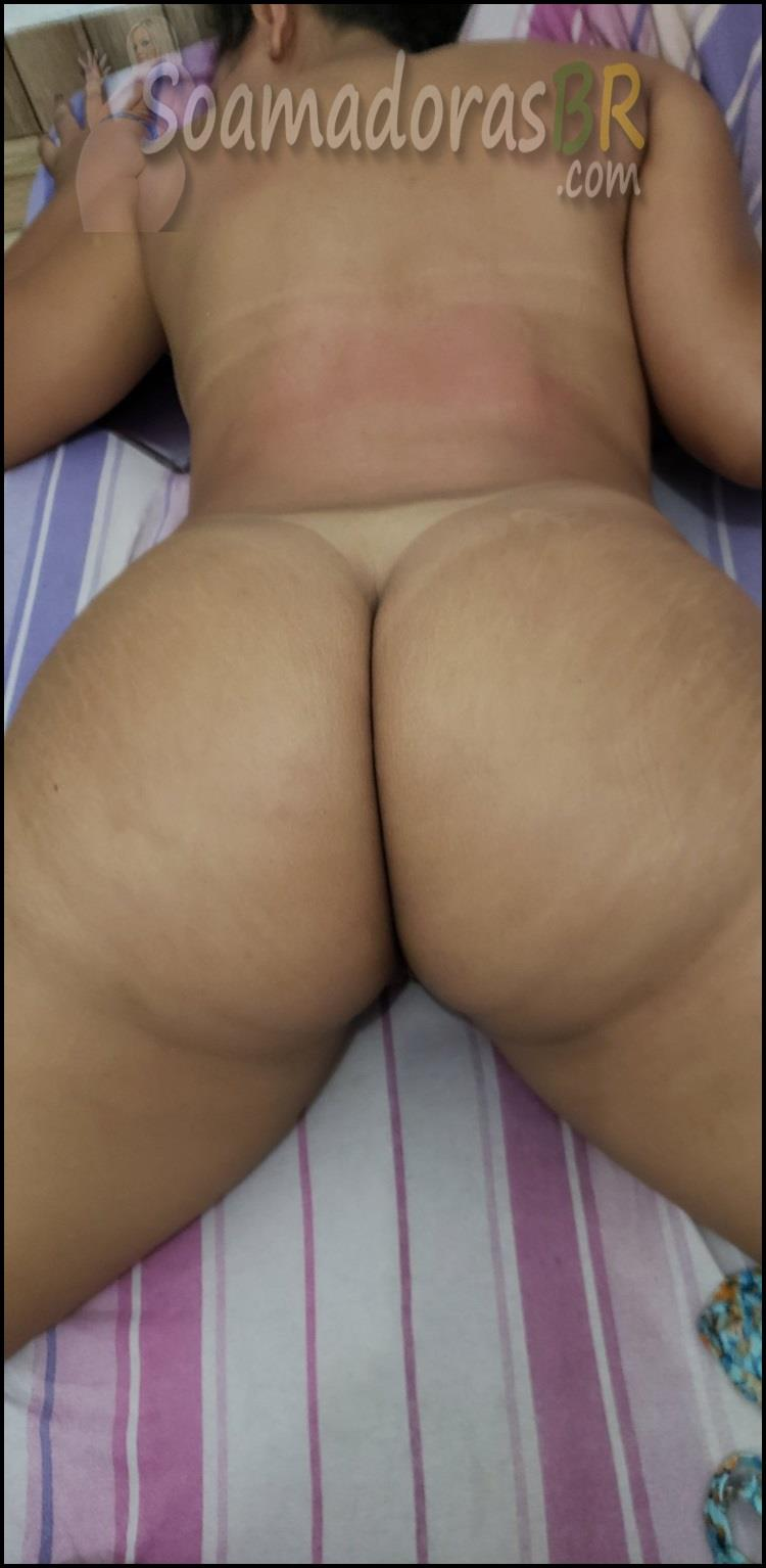 Amadora-bunduda-dos-peitos-grandes-13