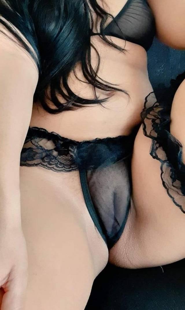 Rabuda-casada-de-calcinha-e-lingerie-9