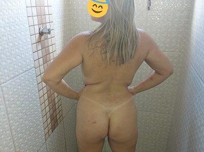 Esposa pelada depois do bronzeamento