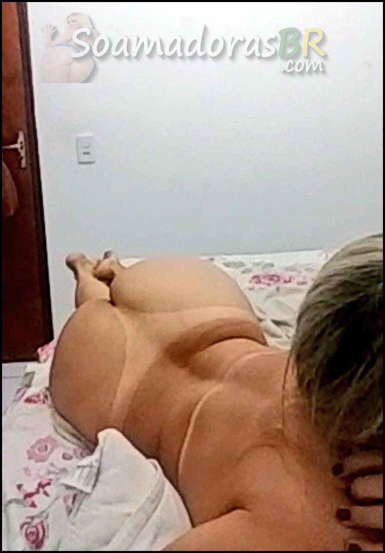 Loira-casada-tirando-selfies-peladas-10