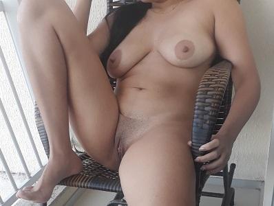 Esposa pelada na sacada do apartamento