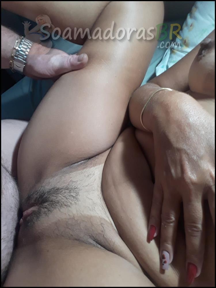 Morena-bucetuda-levando-rola-do-marido-22