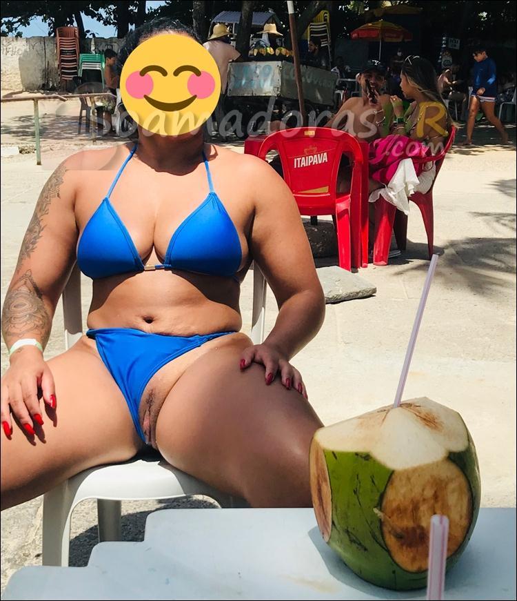 Morena-casada-exibindo-pelada-bronzeada-10